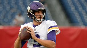 Jets sign QB Siemian to backup Darnold