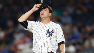 Yankees place RHP Swarzak on DL